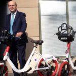 Από τα λόγια στα έργα, τα πρώτα ηλεκτρικά αυτοκίνητα και ποδήλατα στο υπουργείο Περιβάλλοντος και Ενέργειας.