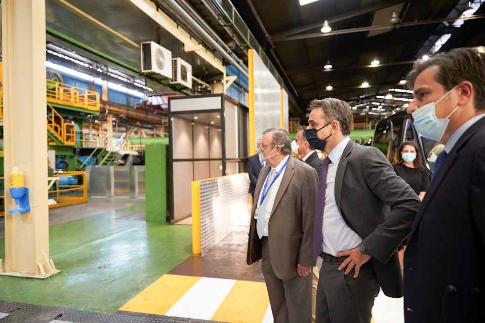 Η αναγέννηση της βιομηχανίας αποτελεί πρώτη προτεραιότητα για την κυβέρνηση