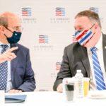 Ο Μάικ Πομπέο και ο Κωστής Χατζηδάκης, σε συζήτηση στρογγυλής τραπέζης για τα ενεργειακά θέματα
